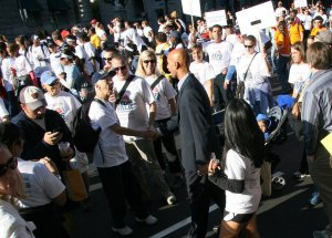 Washington Mayor Adrian Fenty greets walkers along the route on Saturday at the DC AIDS Walk 2008. (Photo from onephotographaday.com.)