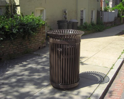 The Trashcan Gods have bestowed a second trashcan on 15th Street NW between P and U Streets. (Photo: Luis Gomez, Luis Gomez Photos.)